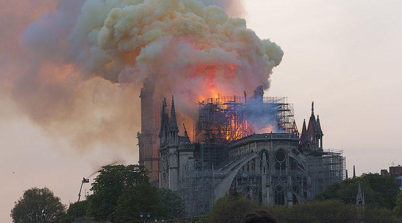 800px Notre Dame en feu 20h06 800x445 1