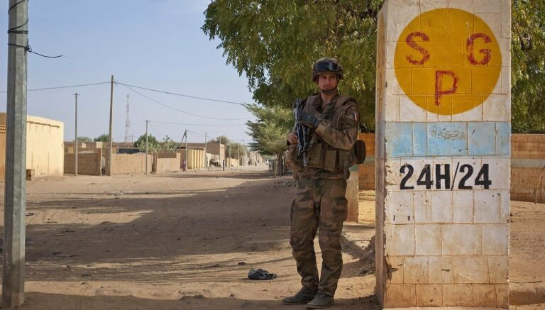1280px A French soldier in Gao Mali February 13 2013 e1580651120674