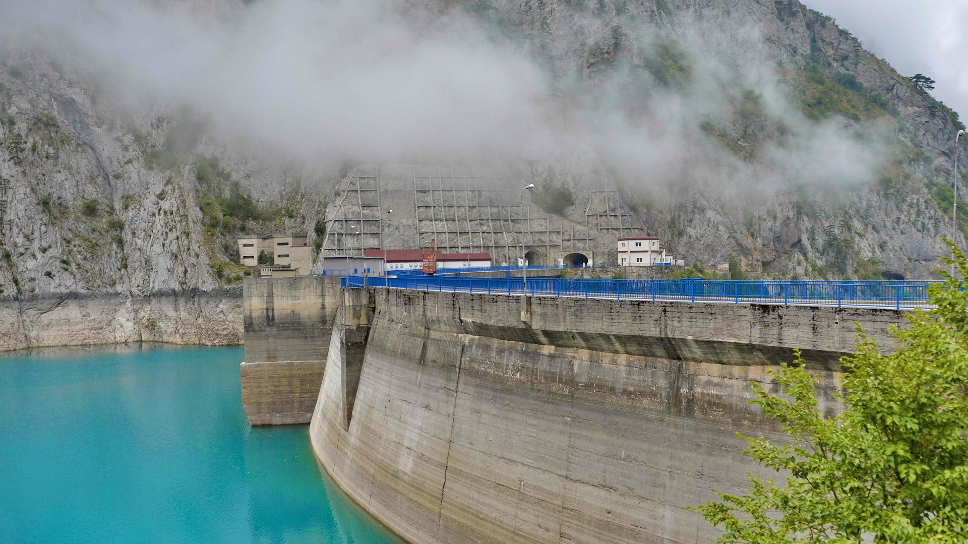 hydroelectric power station 2823691 1920