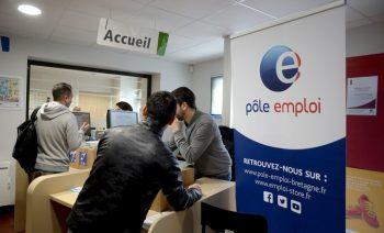 ©PHOTOPQR/OUEST FRANCE/Marc OLLIVIER ; Rennes ; 17/02/2020 ; Dans l'agence Pôle emploi de Rennes centre, les conseillers reçoivent les demandeurs d'emploi aux guichets d'accueil le matin (MaxPPP TagID: maxnewsworldfive058007.jpg) [Photo via MaxPPP]